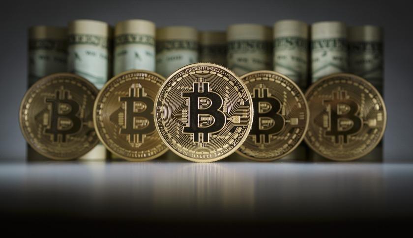 o preço do bitcoin não é estavel, isso se deve ao seu valor que é definido pelo mercado, noticias de que ele foi ou poerá ser bloqueado em alguma parte.