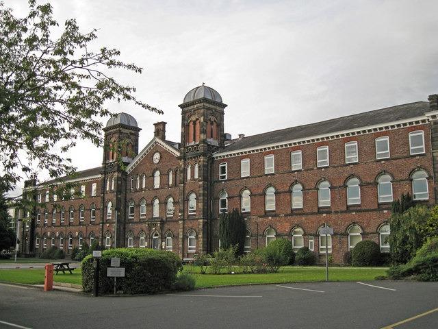 Em 2014, a Cumbria University anunciou que aceitaria a moeda digital, Bitcoin, como uma forma de pagamento, permitindo aos estudantes pagarem dois graus em moedas complementares por meios alternativos.