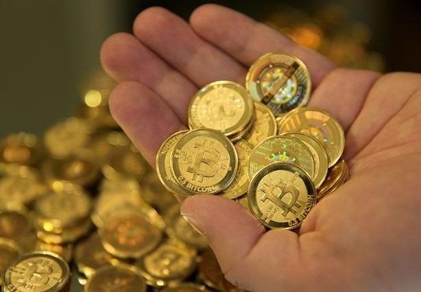 Na manhã de sábado, o preço do Bitcoin atingiu uma de suas maiores baixas para o ano ate o momento, mas a moeda voltou a crescer e fechou o dia por volta dos US$ 1000.