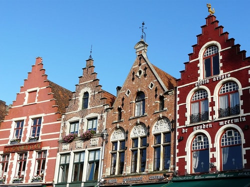 O Ministro da Justiça da Bélgica, Kun Geens propôs desenvolver normas legislativas para o controle sobre as moedas digitais, e também obrigar as empresas de negociação de criptomoedas a cooperar com os órgãos judiciais.