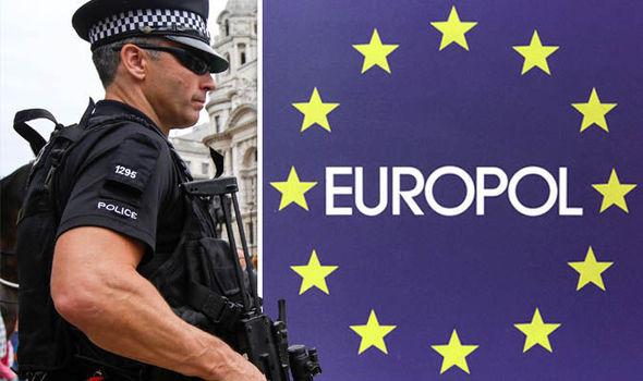 De acordo com representantes do serviço de polícia da União Europeia (Europol), o Bitcoin e outras criptomoedas são utilizados para lavar bilhões de dólares no território da União Européia.