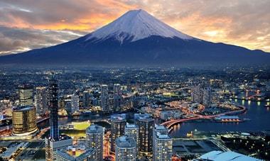 À medida que o Japão se torna mais amigável em relação ao Bitcoin e outras moedas virtuais, pelo menos dez novas corretoras de criptomoedas esperam seus registros para iniciarem seus trabalhos.