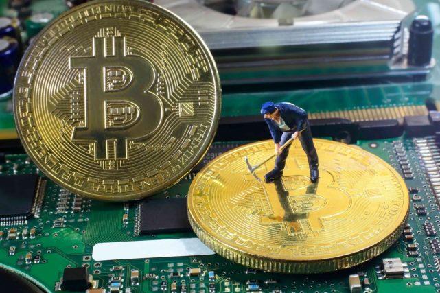 A empresa-fornecedora de componentes informáticos, Bladetec, anunciou planos de lançar o maior centro para a produção de Bitcoins do Reino Unido. Para isso, o projeto Third Bladetec Bitcoin Mining Company Ltd (TBBMC) pretende arrecadar £10 milhões (cerca de US$13,9 milhões) de investidores