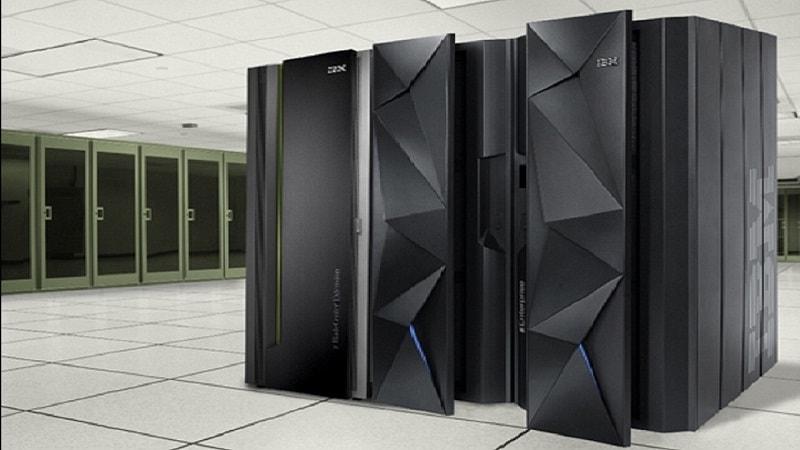A IBM lançou o mainframe da nova geração IBM Z, que é capaz de processar 12 bilhões de transações criptografadas todos os dias. A empresa usa este sistema ao criar centros de blockchain baseadas em nuvem