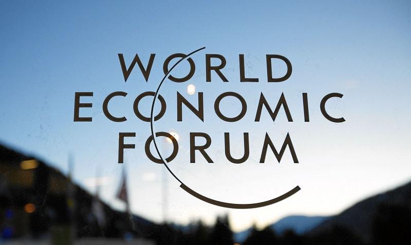 Richard Samans, Diretor Geral do Fórum Econômico Mundial (WEF), reconheceu que muitos dos participantes desta organização ainda não estão bem versados na tecnologia do registro distribuído e têm uma compreensão fraca da viabilidade de implementar soluções baseadas nela.