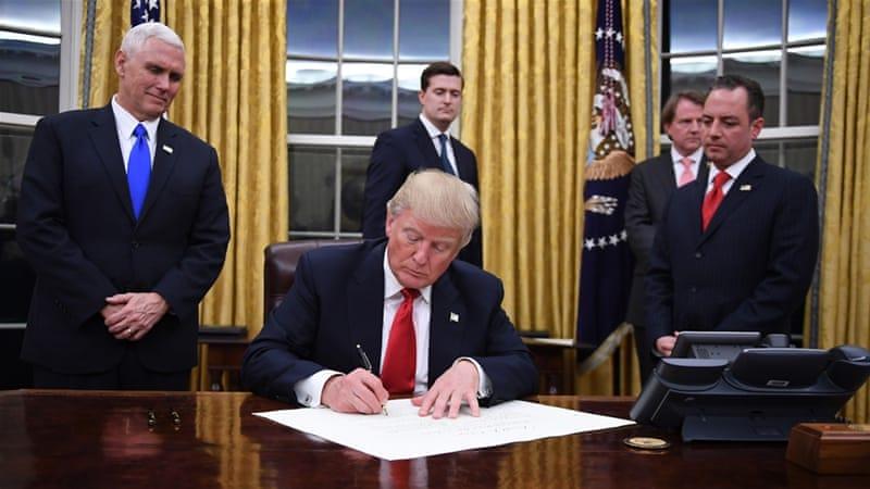 O presidente dos Estados Unidos, Donald Trump, assinou um novo projeto, segundo o qual as transações de câmbio em criptomoedas serão tributadas. Isto se tornou uma das mudanças mais significativas na legislação fiscal do país nos últimos 30 anos