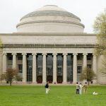 Massachusetts Institute of Technology emite diplomas registrados em Blockchain
