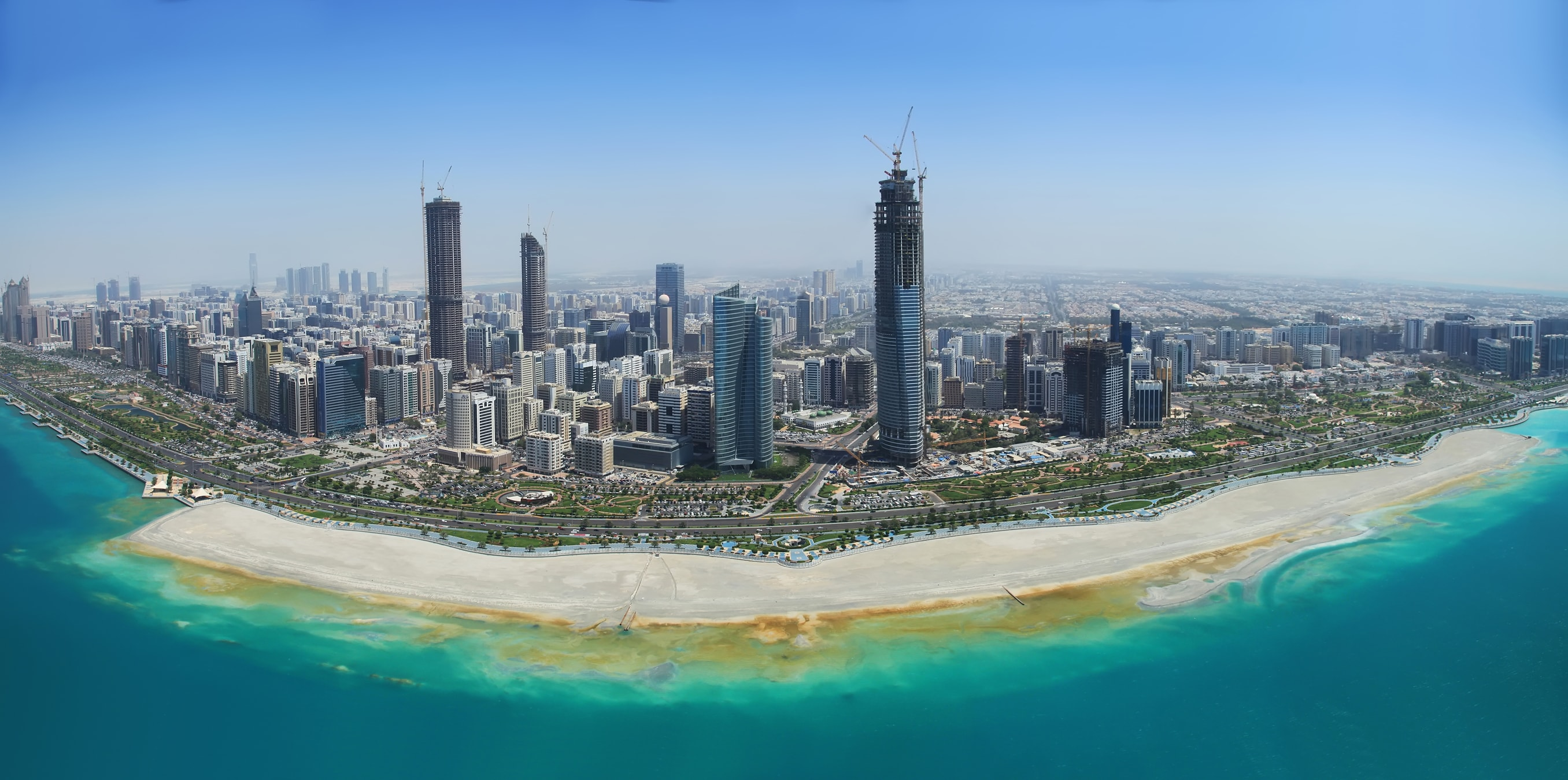 """Reguladores financeiros do emirado de Abu Dhabi publicaram um documento explicando sua posição em relação às criptomoedas e às ofertas iniciais de moedas (ICO). O primeiro será tratado como """"bens"""", e uma parte significativa deste último será legalizada como """"investimentos condicionais""""."""