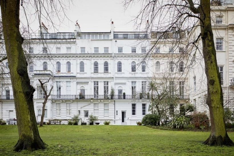 O co-fundador da empresa de investimento London Wall, Lev Loginov, colocou à venda sua própria propriedade de seis andares na área de Notting Hill. Seu preço é de 17 milhões de libras (mais de US$ 22 milhões – R$ 71 milhões), porém, o empresário está pronto para vender propriedades apenas por Bitcoins, sendo que nenhuma outra moeda será aceita.