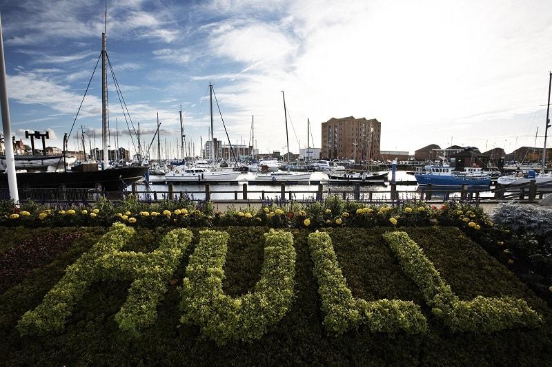 Na cidade portuária britânica de Kingston upon Hull, uma moeda criptográfica será criada para recompensar voluntários e membros ativos da sociedade. A liderança do município já apoiou a iniciativa, e o governo e os patrocinadores alocaram cerca de £240 mil para o projeto HullCoin