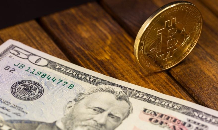 Depois de saltar acima de US$12 mil na noite de quarta-feira, 6 de dezembro, a moeda digital quebrou a marca de US$14 mil em menos de um dia. Na quinta-feira, 7 de dezembro, o Bitcoin excedeu o preço de US$15 mil e aumentou em 12,55%durante a manhã, subindo para cerca de US$15.429.