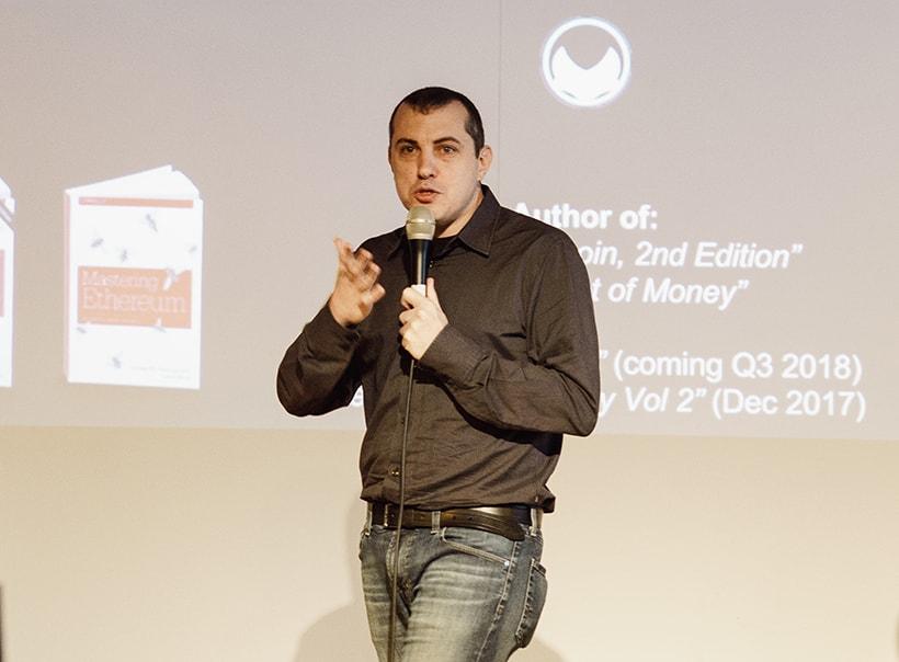 A comunidade Bitcoin agradeceu o conhecido empresário e divulgador de criptomoedas Andreas Antonopoulos por sua contribuição para a popularização da moeda criptográfica, coletando mais de US$700 mil para ele em Bitcoins.