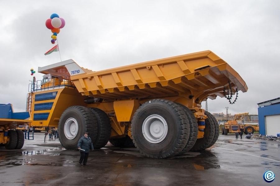 O fabricante dos maiores caminhões de descarga do mundo, BelAZ, está considerando a oferta de vender seus carros por Bitcoin.