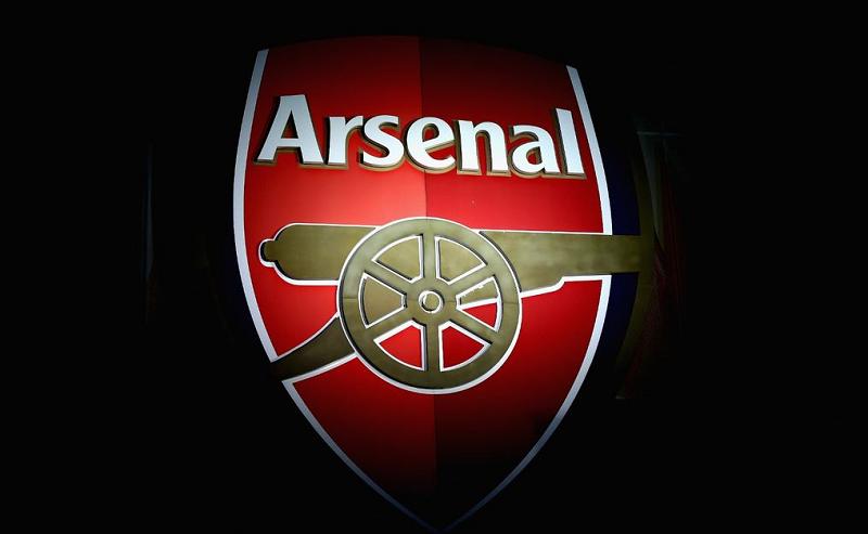 Um dos clubes de futebol mais antigos da Inglaterra, o Arsenal, assinou um contrato com o desenvolvedor de cassinos online móveis CashBet, de acordo com o qual promoverá a Oferta Inicial de Moedas (ICO) e a criptomoeda CashBet Coin durante os jogos em casa da Premier League.