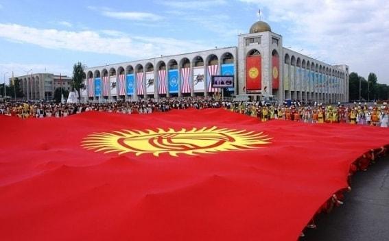 Autoridades do Quirguistão estão considerando a possibilidade de usar criptomoedas em contratos públicos. Isto foi afirmado pelo primeiro-ministro do Quirguistão