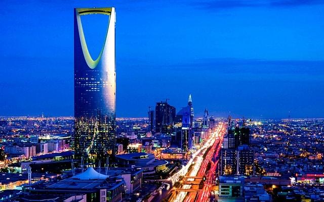 A Autoridade dos Mercados de Capitais da Arábia Saudita (CMA) apresentará em breve um projeto de lei sobre a regulamentação das criptomoedas. Como o presidente do CMA, Mohammed Elkuwaiz, afirmou em entrevista à Business Insider, a proibição da circulação dos ativos não está nos planos da agência.