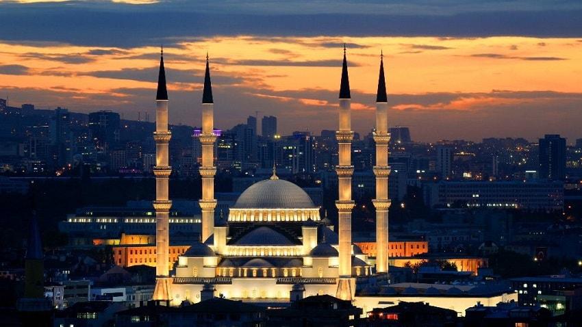 O vice-presidente do Partido do Movimento Nacionalista da Turquia e ex-ministro da Indústria, Ahmet Kenan Tanrikulu, preparou um relatório no qual propõe a criação de uma criptomoeda nacional, o Turkcoin.