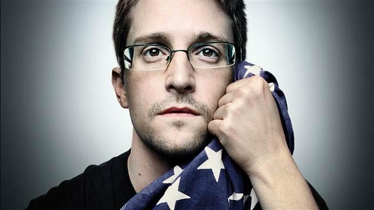 O ex-funcionário da CIA, Edward Snowden, em entrevista ao pesquisador-chefe do Coin Center, Peter van Valkeburg, disse que considera a Blockchain pública do Bitcoin sua principal desvantagem. Ele enfatizou também que poderia usar Bitcoin para comprar infraestrutura de servidores em 2013.