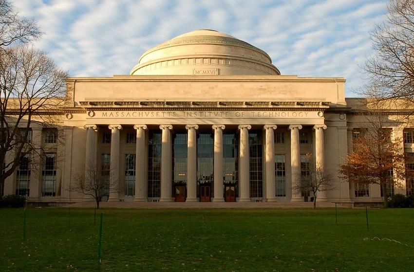 """A publicação MIT Technology Review, do Instituto de Tecnologia de Massachusetts (MIT), divulgou um artigo intitulado """"Vamos destruir o Bitcoin"""", que apresenta três maneiras de eliminar a Primeira Moeda."""