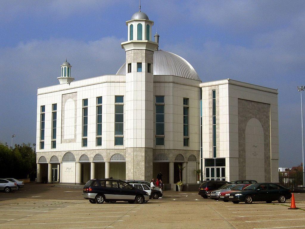 Uma mesquita de Londres na área de Hackney alega ter sido a primeira organização islâmica no Reino Unido a aceitar doações em criptomoedas. Isso se tornou possível depois que um estudo teológico foi realizado há um mês, no qual ficou provado que o uso de criptomoedas não está em conflito com a lei da Sharia