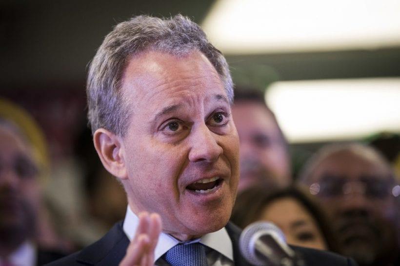O procurador-geral do Estado de Nova York, Eric Schneiderman, deixou o cargo depois que o The New York Times publicou um material alegando que ele espancava suas quatro amantes.