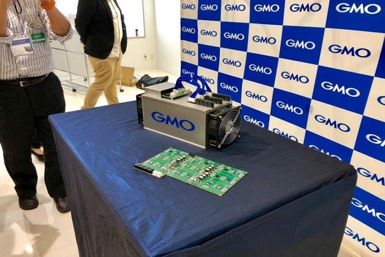 A empresa de tecnologia GMO Internet, com sede em Tóquio, apresentou a B2, primeira mineradora de Bitcoin totalmente desenvolvida no Japão. De acordo com seus indicadores, a mineradora supera outros dispositivos mais conhecidos para a produção de criptomoedas.