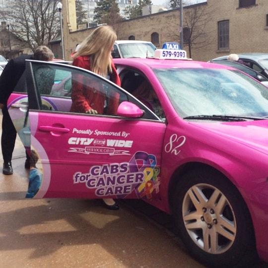 Pink Taxi é uma companhia de serviços de transporte na qual os carros são dirigidos de mulheres para mulheres, se endereçando ao assédio sexual enfrentado por viajantes femininas sozinhas e refreando-o.