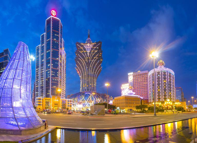 """Wan """"Broken Tooth"""" Kuok-koi, ex-integrante da Tríade de Macau, conduziu uma Oferta Inicial de Moedas (ICO) HB para a indústria de jogos, arrecadando US$750 milhões em apenas cinco minutos."""