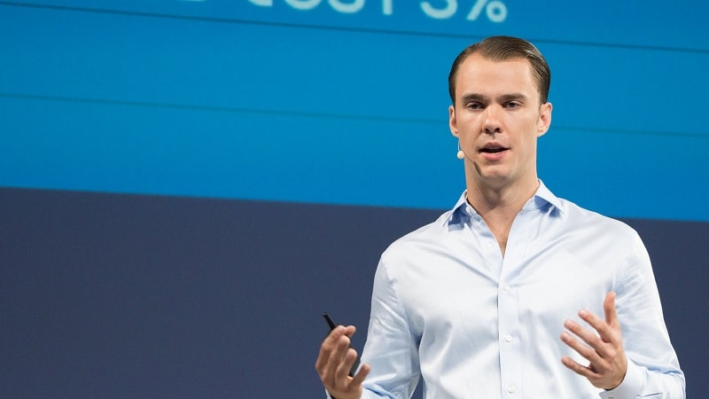 O cofundador da Coinbase, Fred Ehrsam, participou do financiamento da startup DIRT. O volume total de investimentos iniciais na empresa ultrapassou US$3 milhões, assim como relata a Coinbase.