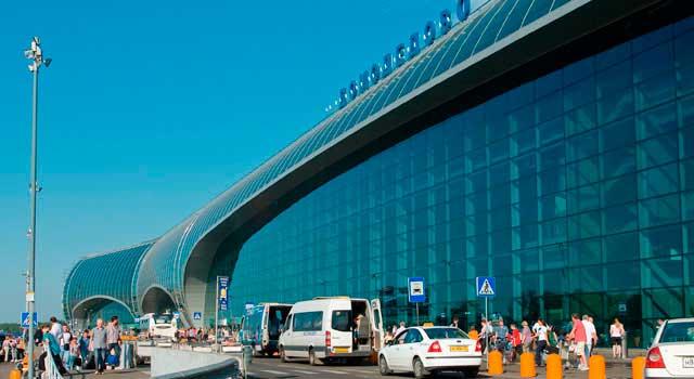 Atacantes desconhecidos prometeram intervir nos sistemas de navegação do aeroporto Domodedovo, em Moscou, a não ser que recebam centenas de Bitcoins.